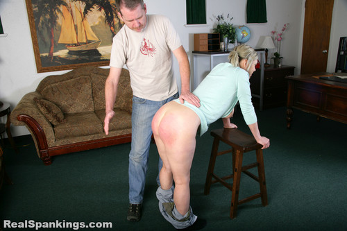 14444 033 m - realspankings – MP4/Full HD – Mila: Spanked with her Breasts Exposed