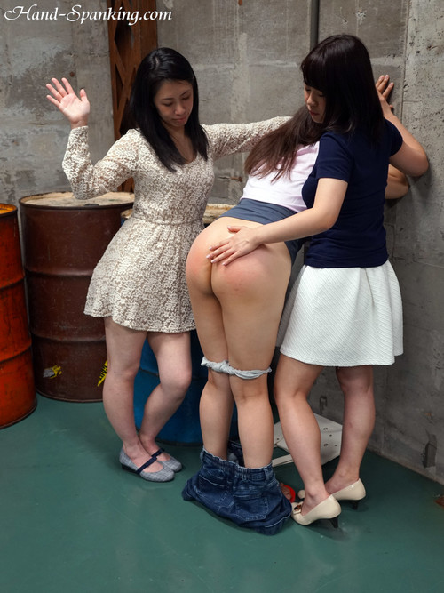 f24 39 m - hand-spanking - MP4/SD - Spanking in the Abandoned Room