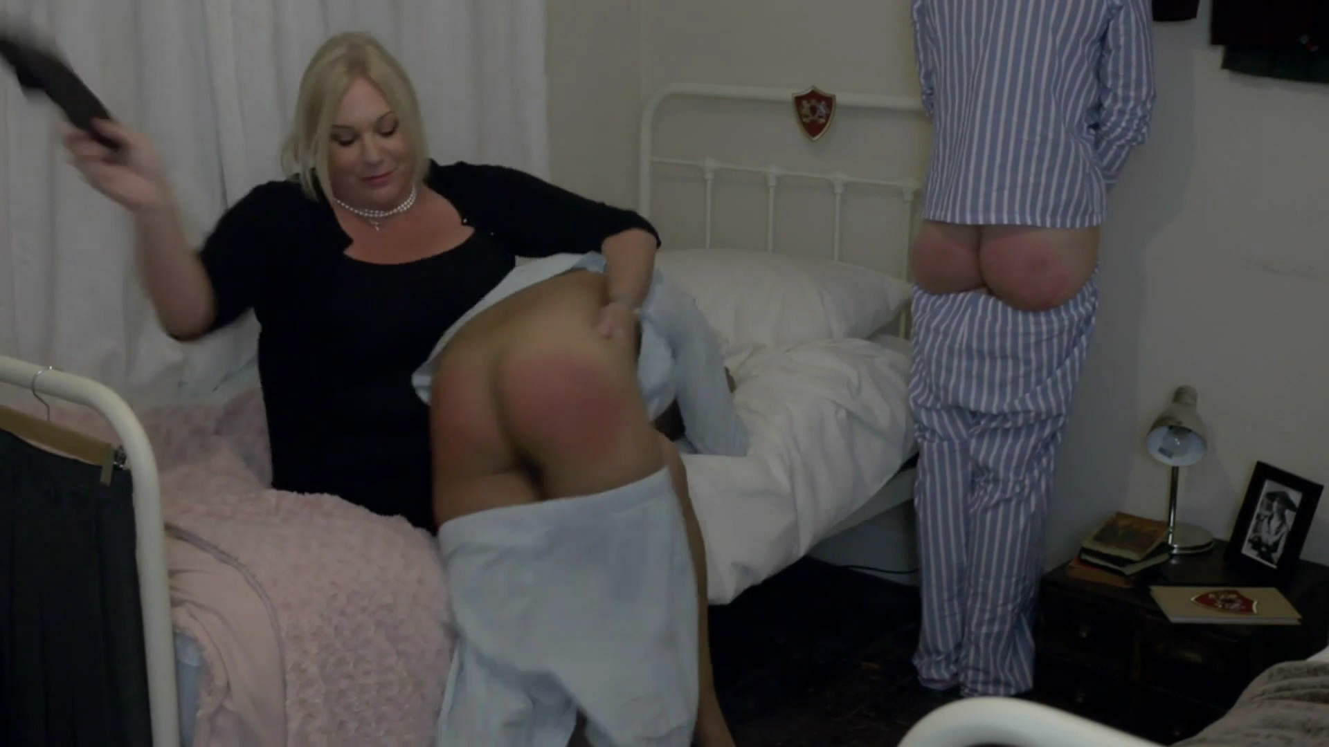 Wellsmackedseat – MP4/Full HD – Beatrice, Charlotte, Miss PSullivan – Girls Who Argue