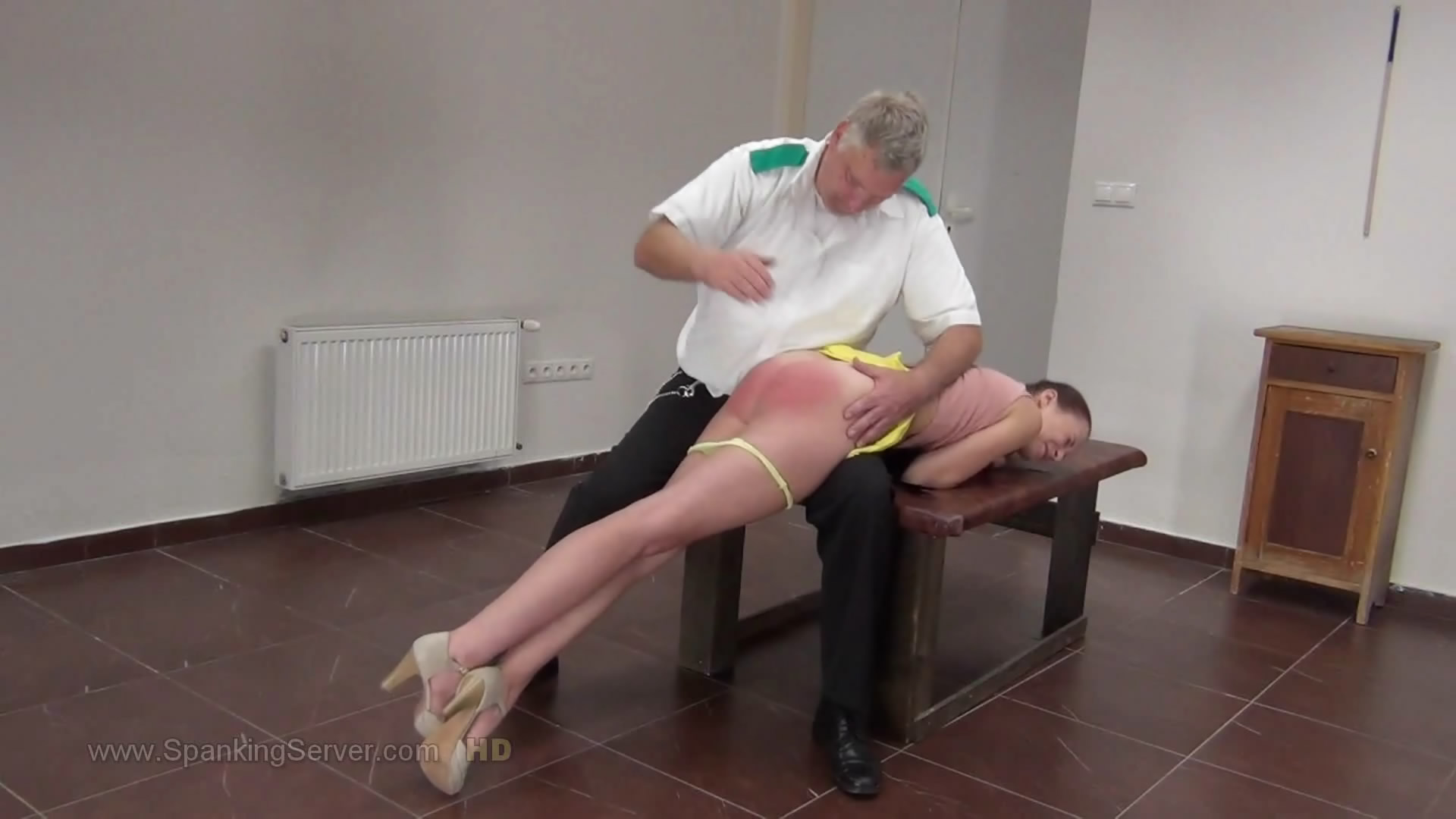 Spanking Server – MP4/Full HD – Chelsy 4318