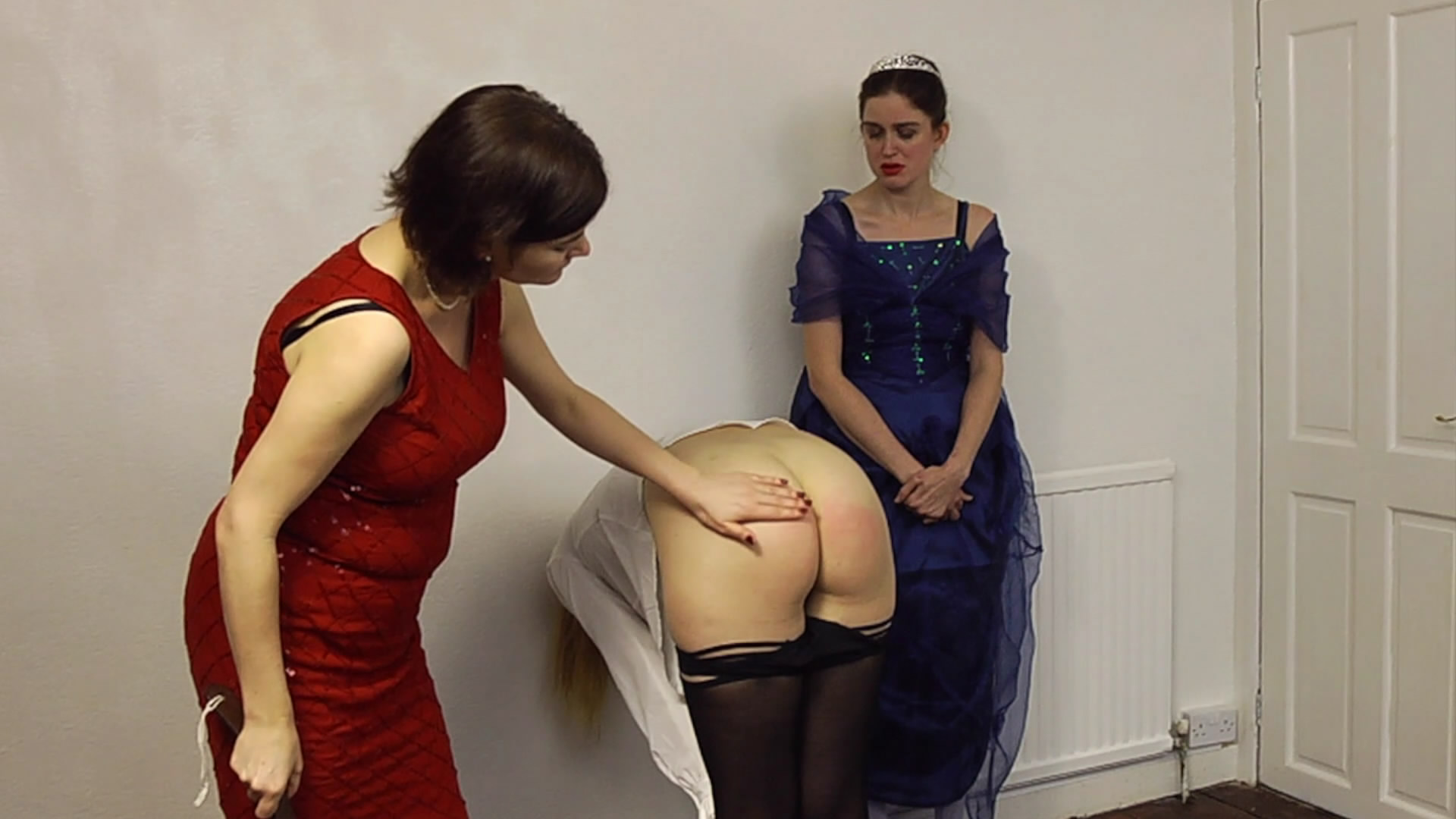 Wellsmackedseat – MP4/Full HD – Amelia Jane Rutherford, Miss Mathews, Nicky Montford – The Pantomime 7