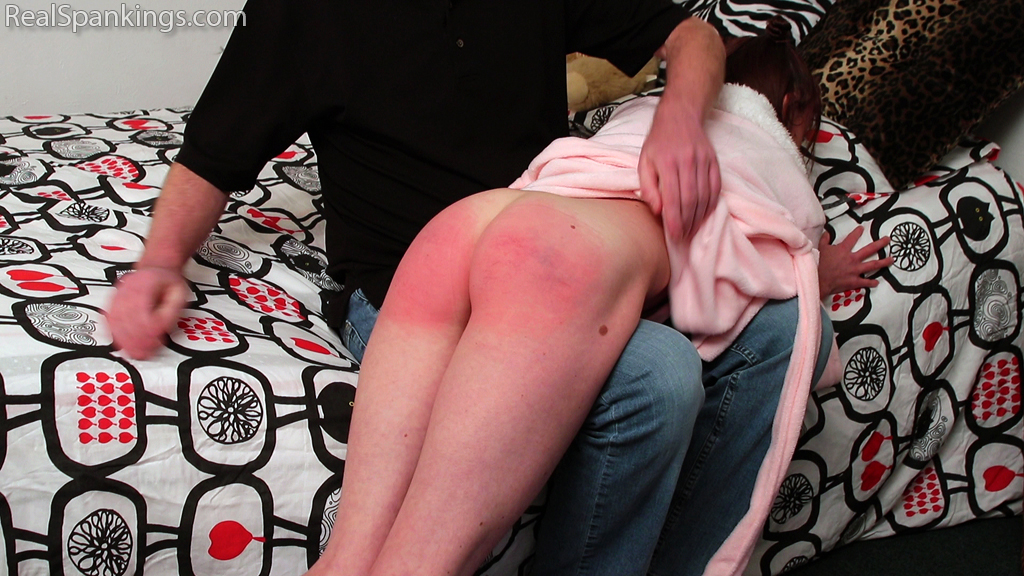 Real Spankings – MP4/Full HD – Riley R's Bedroom Spanking | March 01, 2019