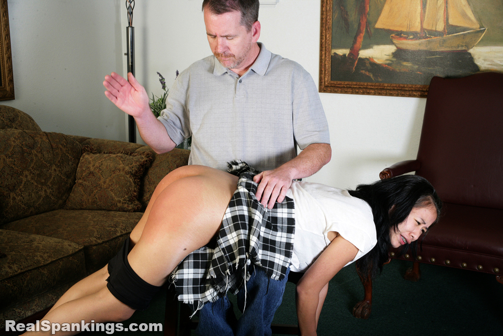OTK Spankings – RM/HD – Kiki's Handspanking | March 25, 2019