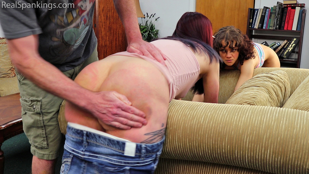 Real Spankings Institute – MP4/Full HD – Kiki and Anastasia Ignore Their Phones (Part 1) | June 28, 2019