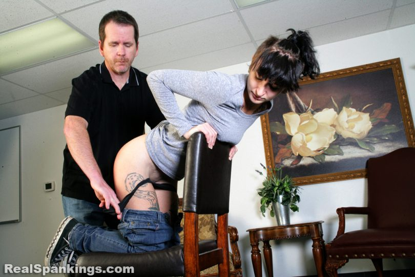 13339 010 810x540 - Real Spankings – MP4/HD – Devon: Faces