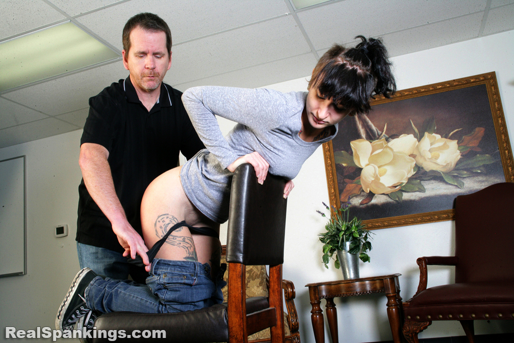 Real Spankings – MP4/HD – Devon: Faces