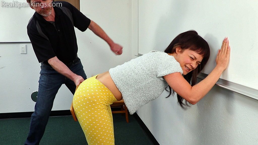 Real Spankings – MP4/Full HD – Paddled in the Classroom (Part 1 of 2) | Wed Dec 11, 2019