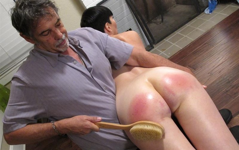 Dallas Spanks Hard – MP4/SD – Snow Mercy – Smack Begin 7 – Naked Bath Brush