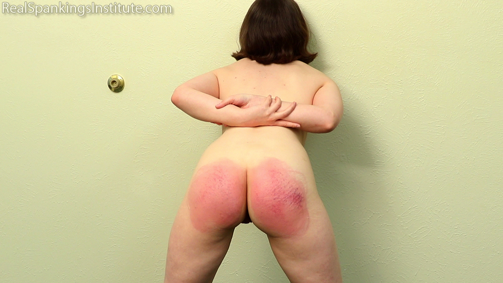 Real Spankings Institute  – MP4/Full HD –  Elle – Elle's Arrival to The Institute (Part 1 of 2) ( November 23, 2020 )