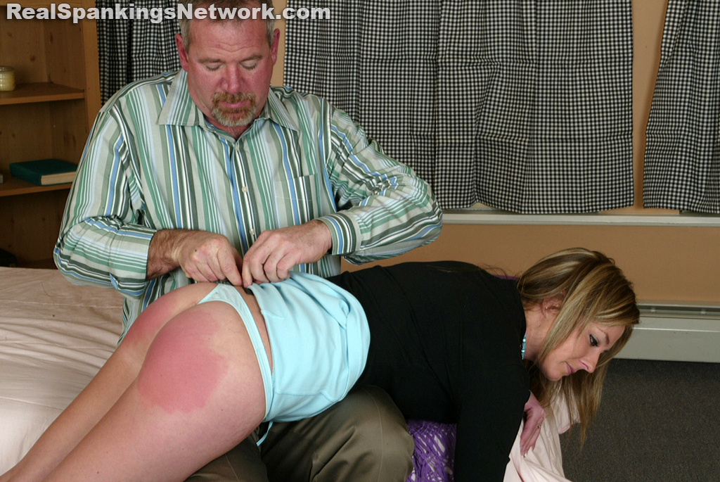 OTK Spankings – RM/HD – Riley Receives Discipline from Mr. Daniels (Nov. 13, 2020)