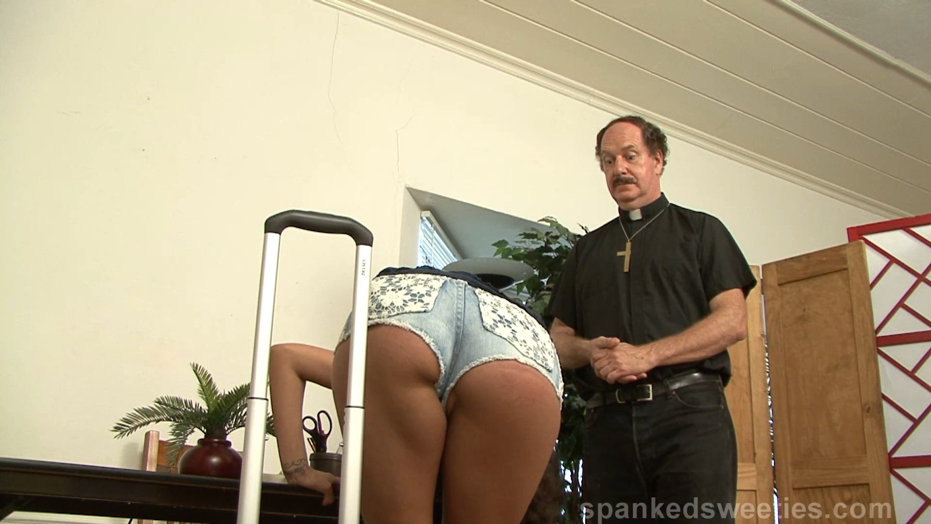 Spanking Sorority Girls – MP4/Full HD – Alexis Grace – Halfway House Spanking Day 1