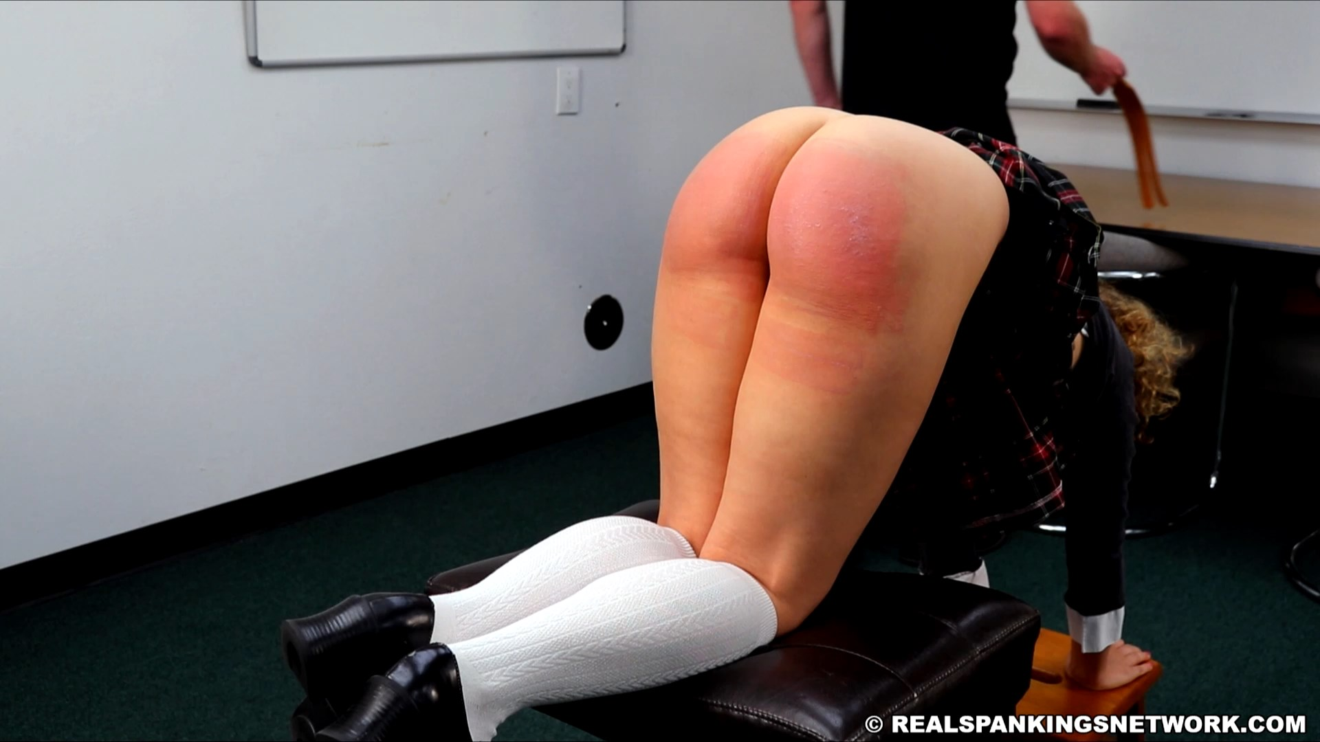 Real Spankings Institute  – RM/SD – Kiki Cali – Slacking on Her Chores and a Dress Code Violations (Part 1) (Nov 27, 2020)