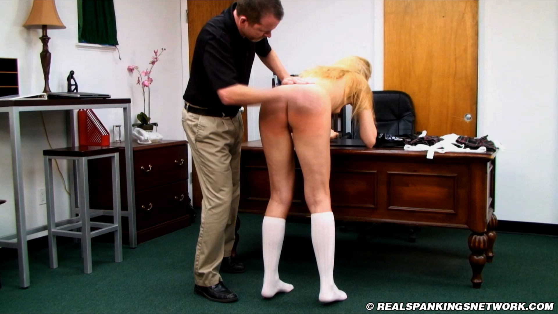 Real Spankings Institute – MP4/Full HD – Amelia Jane Rutherford – Amelia Jane Rutherford in scene Amelia Arrives at The Institute