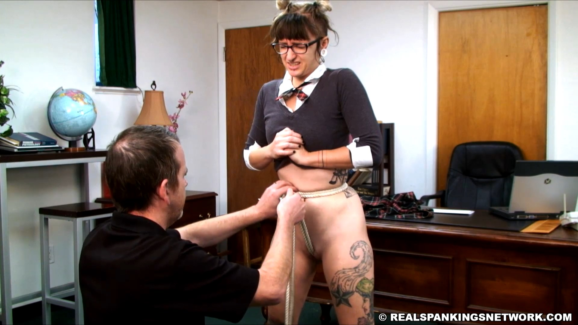 Real Spankings Institute – MP4/Full HD – Devon – Spanked hand with no panties