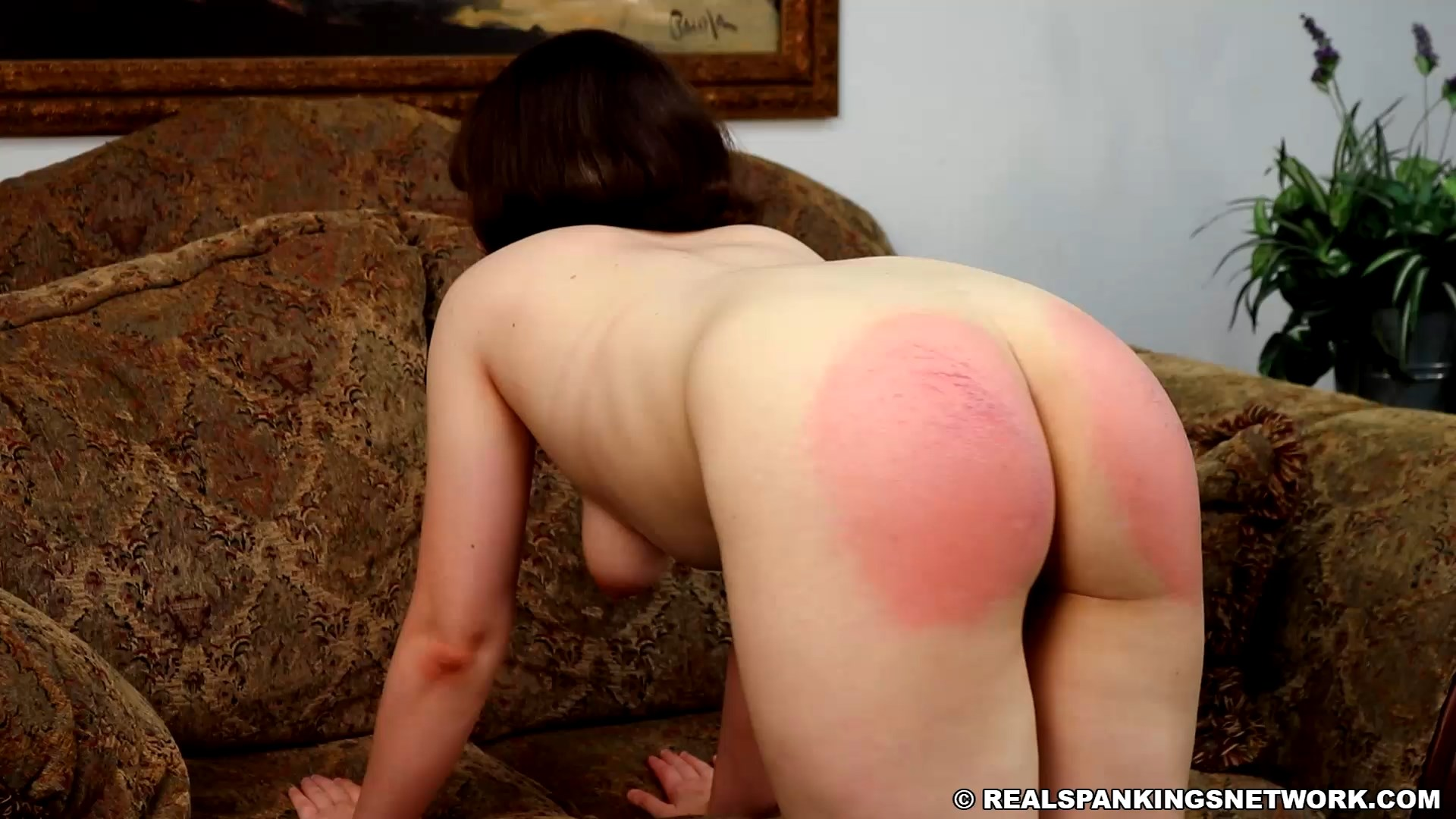 Real Spankings – MP4/Full HD –  Elle – Punishment Profile Elle