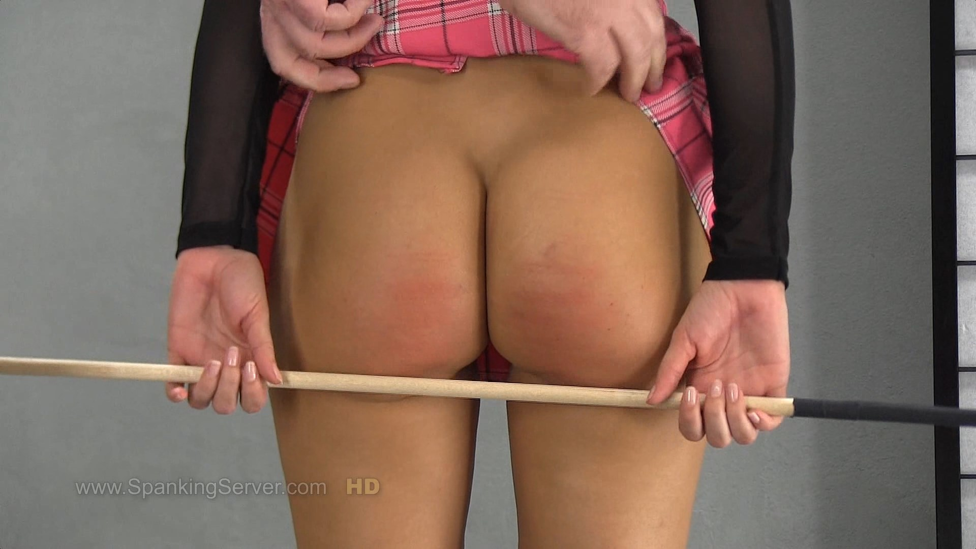 Spanking Server – MP4/SD – Lola – Week 23