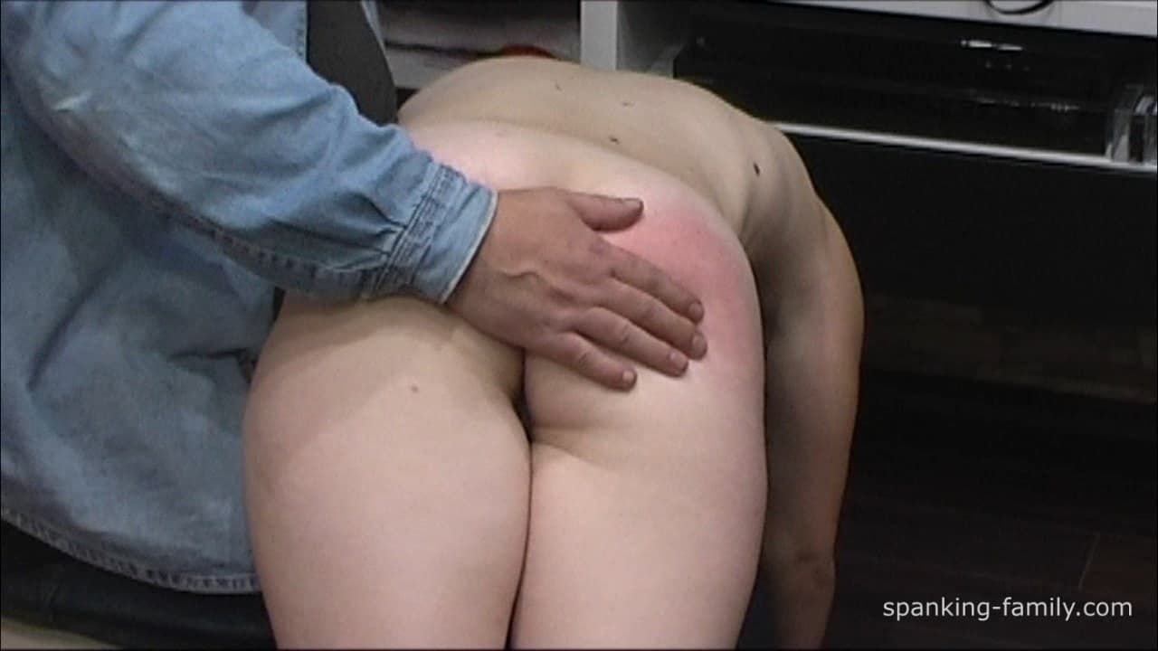 Spanking-Family – MP4/Full HD – Totally Naked Anal Punishment
