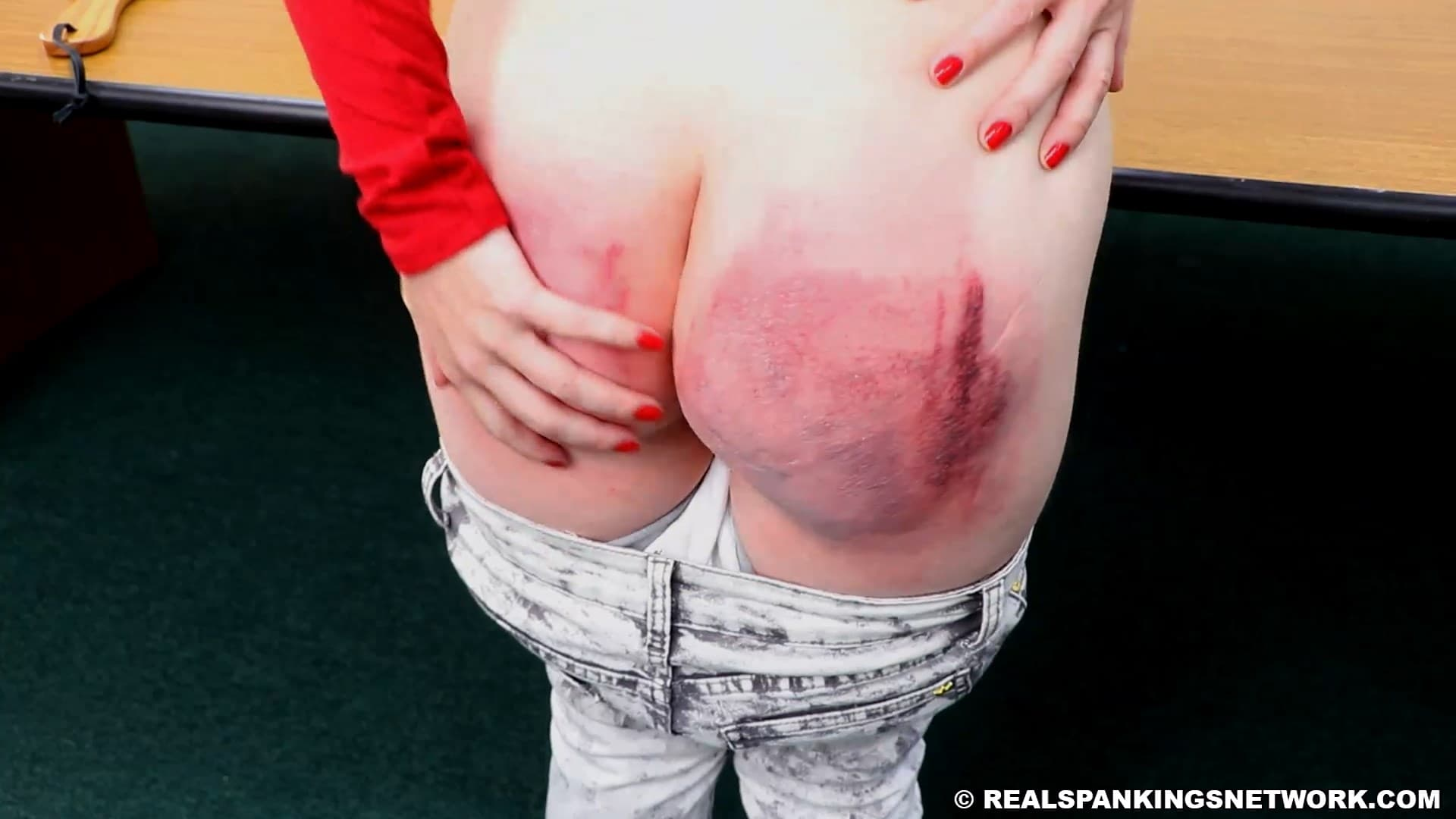 Real Spankings  – MP4/Full HD – Isabella – Isabella's Paddling