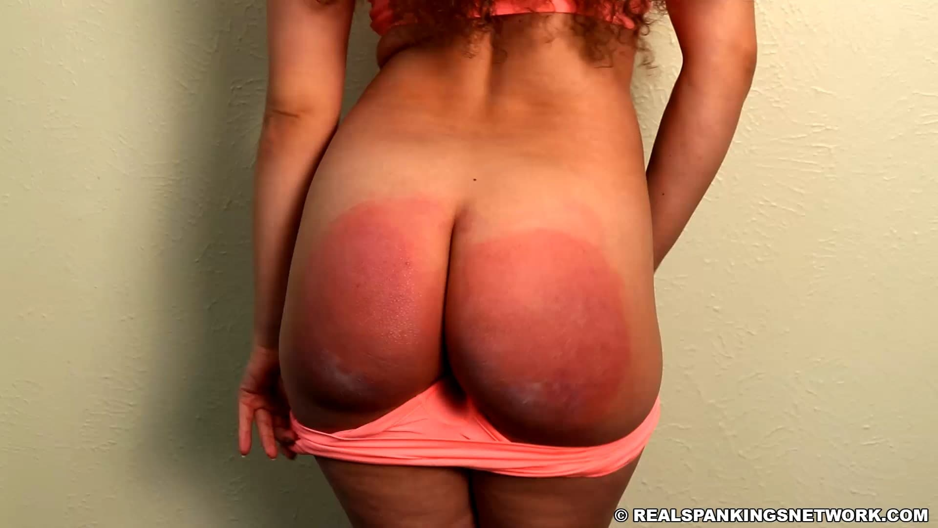 Real Spankings – MP4Full HD – Kiki Cali – Dragged Out Of Gym, Again
