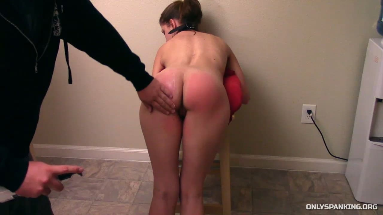 Captive Chrissy Marie – MP4/Full HD – Chrissy Marie – Paddles and Pussy Punishment